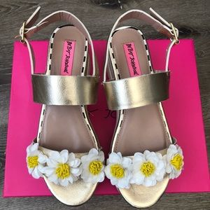 Betsey Johnson Pipper Wedge Sandals Brand New